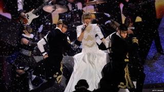 Taylor Swift might not have won - but she did a brilliant performance of 'I Knew You Were Trouble'.