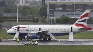 Plane makes Heathrow emergency landing