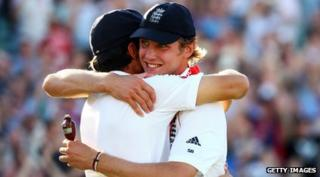 Stuart Broad with Ashes trophy in 2009