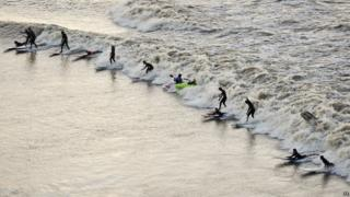 Surfers, kayakers and wave-skiers in Gloucestershire