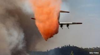 An air tanker drops retardant on the fast-moving wildfire near Plymouth, California (26 July 2014)