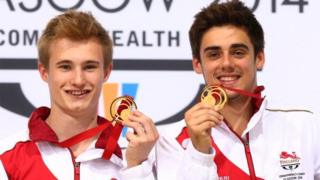Jack Laugher and Chris Mears hold up their gold medals