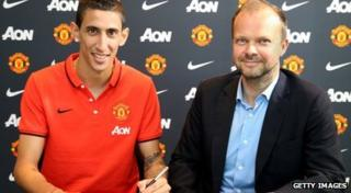 Angel di Maria signs his contract