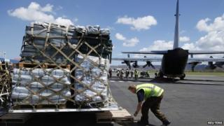 Personnel unload supplies from a New Zealand C130 aircraft in Port Vila March 18, 2015