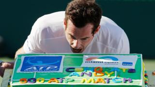 Andy Murray holding cake