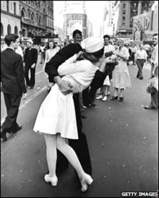 The Kiss in Times Square by Alfred Eisenstaedt (photo: Time & Life Pictures/Getty Images)