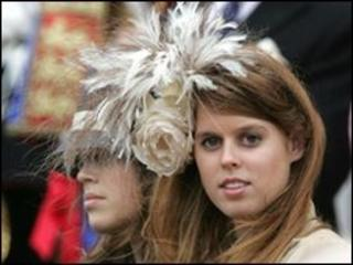 Princesses Eugenie (l) and Beatrice