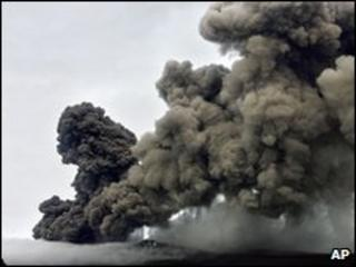 A plume of ash rises from a volcano in Iceland (May 2010)