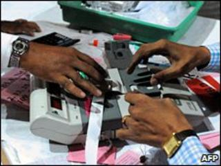 Indian officials inspect an electronic voting machine (2009)