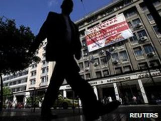 Banner hangs from Greek Labour Ministry