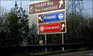 Sign on M4 welcoming football fans to Cardiff