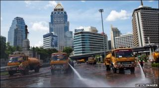 Street cleaning vehicles in Bangkok, Thailand (21 May 2010)