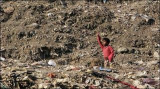 Child on rubbish heap in Mumbai
