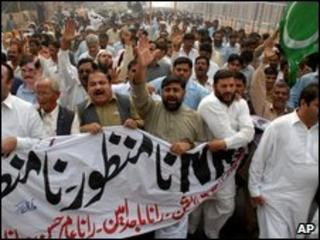 Pakistani protesters against NRO - 2009