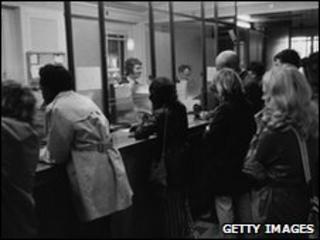 Queue at bank in 1972