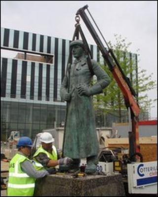 Steelman statue being removed from George Street