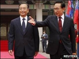 Chinese Premier Wen Jiabao and South Korean President Lee Myung-bak in Seoul (28 May 2010)