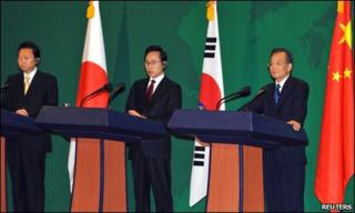 (L-R) Yukio Hatoyama, Lee Myung-bak and Wen Jiabao in South Korea