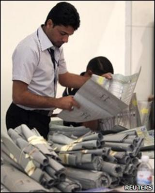 An official from Iraq's Independent High Electoral Commission takes part in a recount of parliamentary election ballots in Baghdad on 14 May 2010