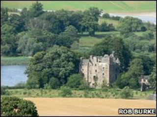 Elcho Castle. Copyright Rob Burke and licensed for reuse under Creative Commons Licence