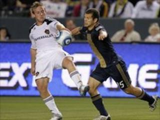 Los Angeles Galaxy's Chris Birchall and Philadelphia Union's Alejandro Moreno