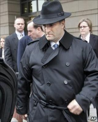 Jack Abramoff leaving court in 2006