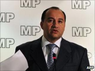 Conrado Reyes at a news conference on 10 June 2010