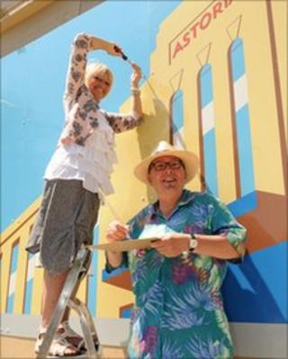 Councillor Dee Simson and artist Fred Pipes
