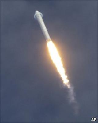 Falcon 9 (AP)
