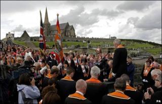 Orangemen hold a prayer service at Drumcree