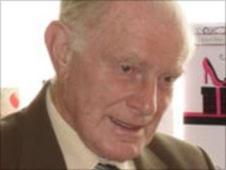 Dennis Scott