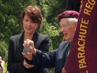 Angela Spatz and Maj Tony Hibbert