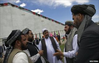 """Delegates at the Afghan """"peace jirga"""" (4 June 2010)"""