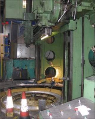 Metal shaping machine which injured an employee