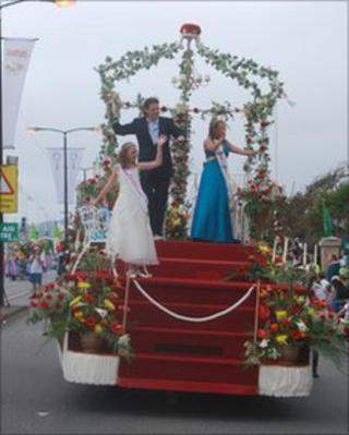 Sophie Young, (Left), Miss Junior Battle of Flowers 2009