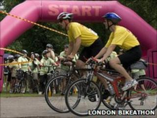 Participants in London Bikeathon 2009