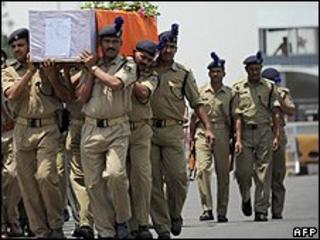 Coffin of policeman killed by Maoists