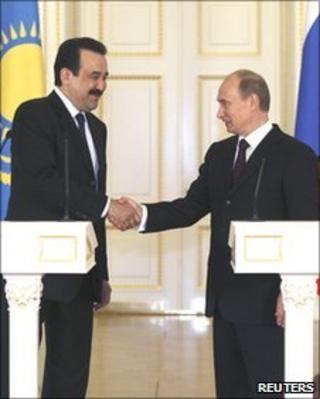 Russian Prime Minister Vladimir Putin and Kazakh Prime Minister Karim Masimov shake hands
