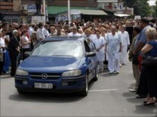 Mourners walk in funeral procession for the man killed by the explosion in Mitrovica (2 July 2010)