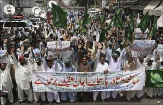 A protest in Karachi condemning the Lahore attack - 2 July 2010
