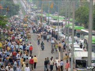 Gridlocked traffic during nationwide strike against fuel price rise, New Delhi, 5 July 2010
