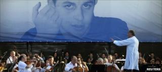 Maestro Zubin Mehta conducts the Israel Philharmonic Orchestra in Eshkol Park near the Gaza Strip, 5 July