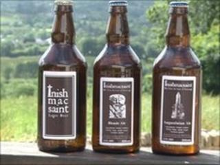 Inishmacsaint beer bottles