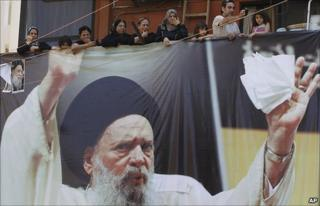 Shias watch Ayatollah Fadlallah's funeral pass through Beirut