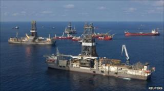 """Transocean Discoverer Inspiration arrives to install a """"capping stack"""" on the Deepwater Horizon well"""