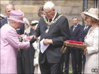 The Queen with Edinburgh's Lord Provost George Grubb