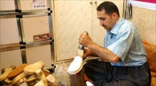 Aram, cobbler in Suleimaniya