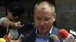 Sergei Stanishev talks to reporters outside the National Investigative Service in Sofia - 14 July 2010