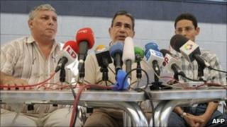 From left to right: Cuban dissidents Ricardo Gonzalez Alfonso, Julio Cesar Galvez Rodriguez (C) and Normando Hernandez Gonzalez give a news conference on 19 July