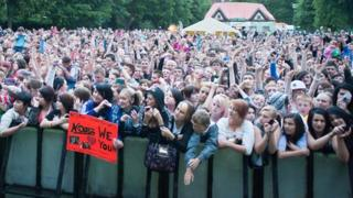 N-Dubz crowd